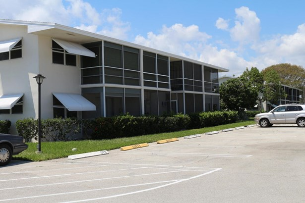 < 4 Floors, Condo/Coop - Boynton Beach, FL (photo 1)