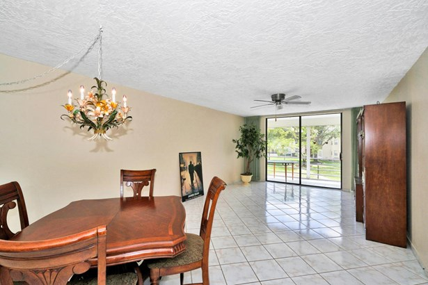 < 4 Floors, Condo/Coop - Lauderdale Lakes, FL (photo 2)