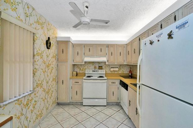 < 4 Floors, Condo/Coop - Lauderdale Lakes, FL (photo 3)