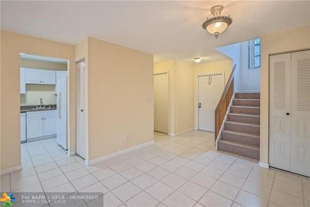 Condo/Co-op/Villa/Townhouse - Pembroke Pines, FL (photo 3)