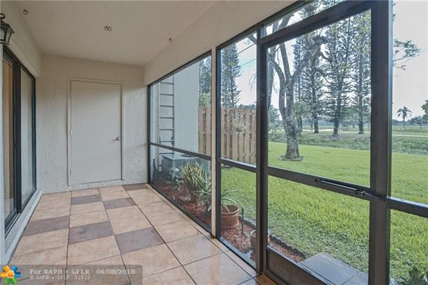 Condo/Co-op/Villa/Townhouse - Pembroke Pines, FL (photo 4)