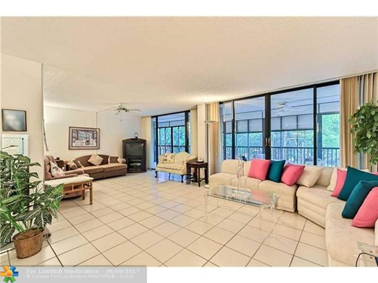 Condo/Co-Op/Villa/Townhouse, Condo 5+ Stories - Hollywood, FL (photo 2)