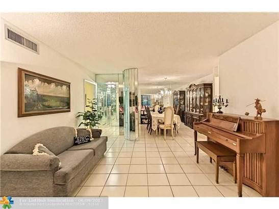 Condo/Co-Op/Villa/Townhouse, Condo 5+ Stories - Hollywood, FL (photo 3)