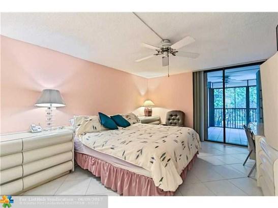 Condo/Co-Op/Villa/Townhouse, Condo 5+ Stories - Hollywood, FL (photo 5)