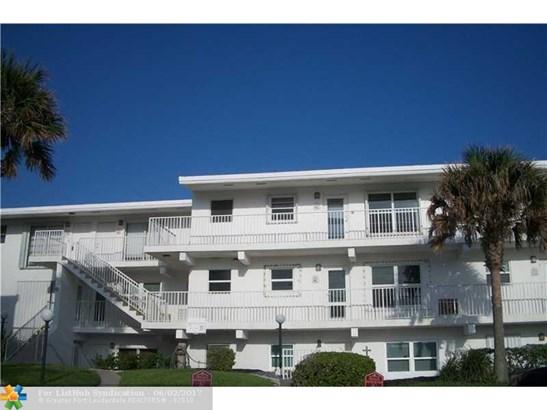 Condo/Co-Op/Villa/Townhouse, Co-Op 1-4 Stories - Hillsboro Beach, FL (photo 3)