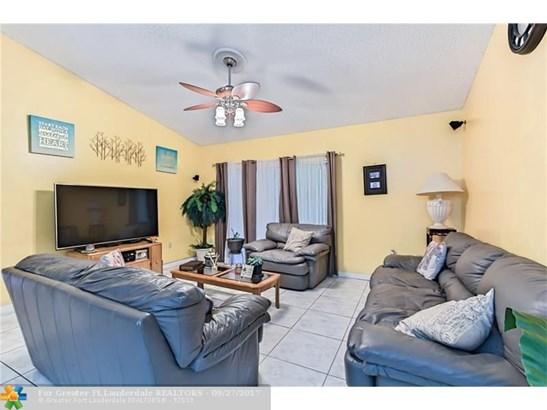 Single Family - Pembroke Pines, FL (photo 2)