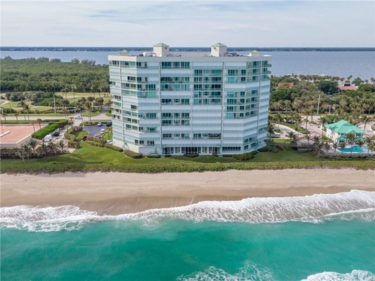Condominium - JENSEN BEACH, FL