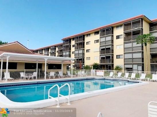 Condo/Co-op/Villa/Townhouse - Pompano Beach, FL