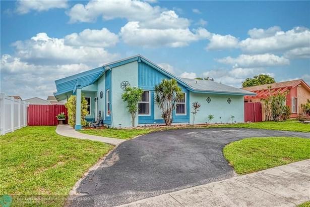 Single Family - North Lauderdale, FL