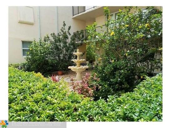 Condo/Co-Op/Villa/Townhouse, Condo 1-4 Stories - Lauderdale Lakes, FL (photo 4)