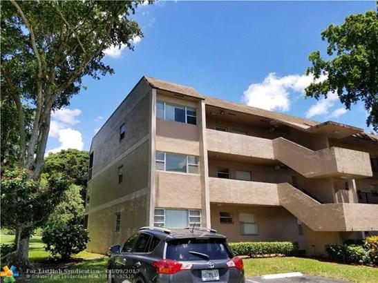 Condo/Co-op/Villa/Townhouse - Tamarac, FL (photo 1)