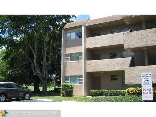Condo/Co-op/Villa/Townhouse - Tamarac, FL (photo 2)