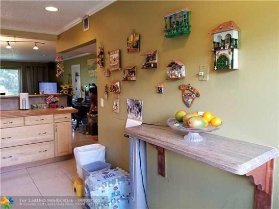 Condo/Co-op/Villa/Townhouse - Tamarac, FL (photo 4)