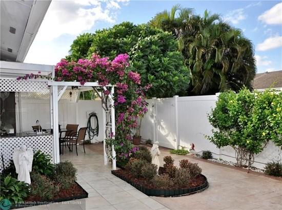 Condo/Co-op/Villa/Townhouse - Margate, FL