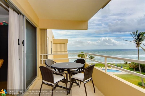 Condo/Co-op/Villa/Townhouse - Highland Beach, FL (photo 1)