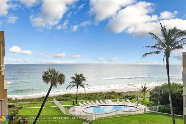 Condo/Co-op/Villa/Townhouse - Highland Beach, FL (photo 2)