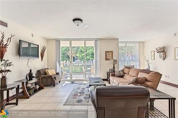 Condo/Co-op/Villa/Townhouse - Deerfield Beach, FL (photo 2)