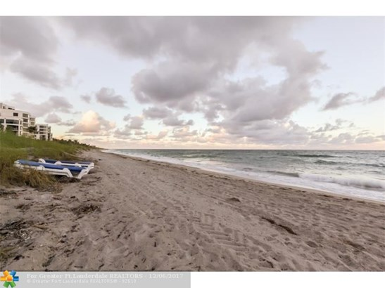 Condo/Co-op/Villa/Townhouse - Highland Beach, FL (photo 4)