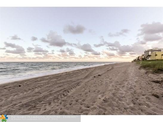 Condo/Co-op/Villa/Townhouse - Highland Beach, FL (photo 5)
