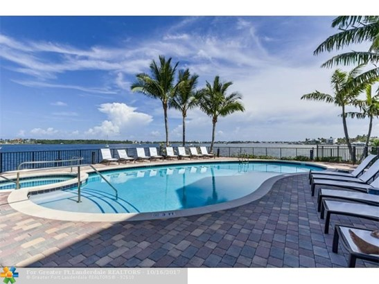 Condo/Co-op/Villa/Townhouse - Boynton Beach, FL (photo 2)