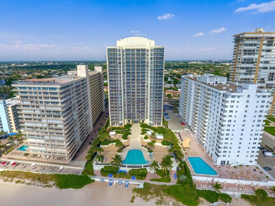 Condo/Coop - Fort Lauderdale, FL (photo 2)