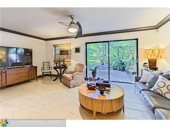 Condo/Co-Op/Villa/Townhouse, Townhouse Fee Simple - Fort Lauderdale, FL (photo 2)