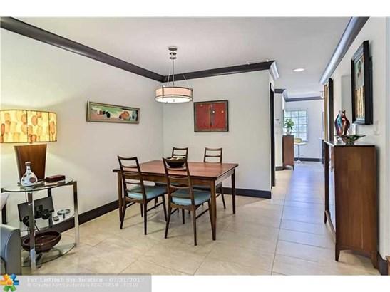 Condo/Co-Op/Villa/Townhouse, Townhouse Fee Simple - Fort Lauderdale, FL (photo 3)