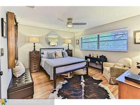 Condo/Co-Op/Villa/Townhouse, Townhouse Fee Simple - Fort Lauderdale, FL (photo 5)