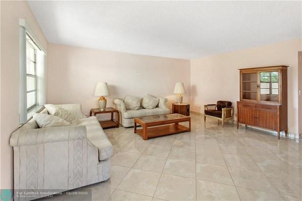 Condo/Co-op/Villa/Townhouse - Delray Beach, FL