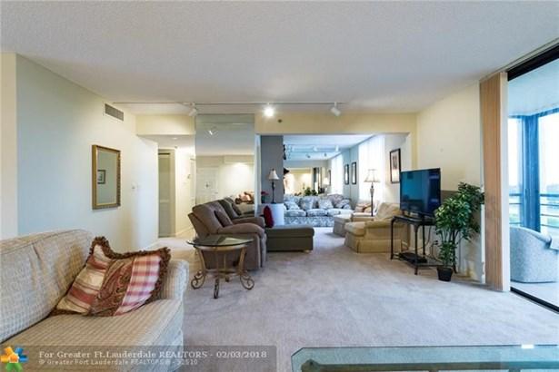 Condo/Co-op/Villa/Townhouse - Boca Raton, FL (photo 4)