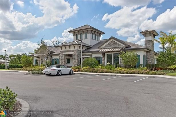Condo/Co-op/Villa/Townhouse - Lake Worth, FL