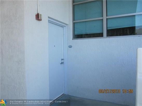 Condo/Co-op/Villa/Townhouse - North Bay Village, FL (photo 1)