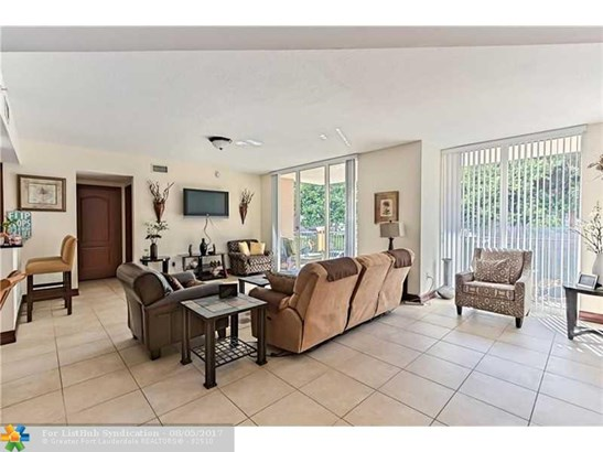 Condo/Co-Op/Villa/Townhouse, Condo 5+ Stories - Deerfield Beach, FL (photo 5)