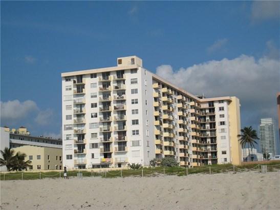 Condo/Co-op/Villa/Townhouse - Miami Beach, FL