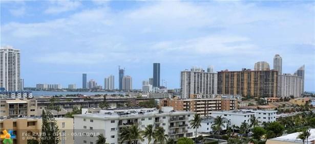 Condo/Co-op/Villa/Townhouse - North Miami Beach, FL (photo 2)
