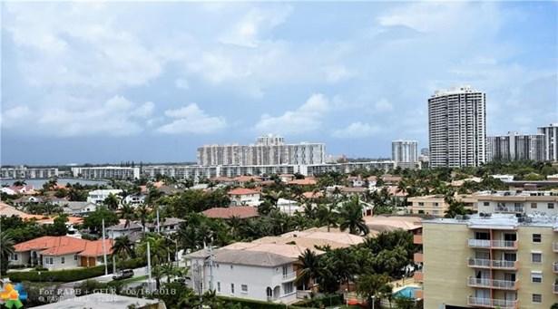 Condo/Co-op/Villa/Townhouse - North Miami Beach, FL (photo 3)