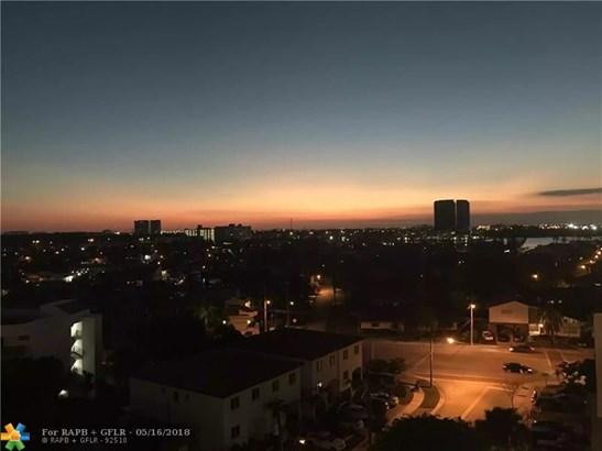 Condo/Co-op/Villa/Townhouse - North Miami Beach, FL (photo 4)