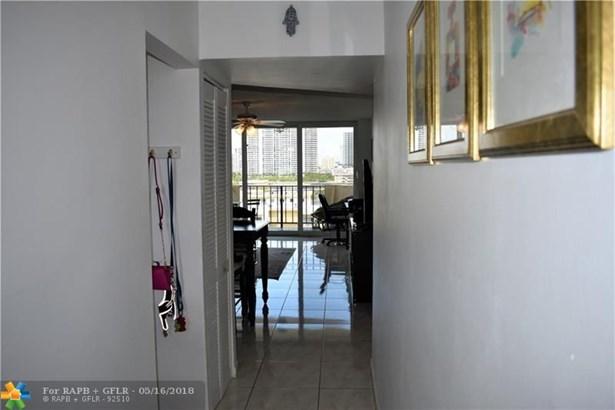 Condo/Co-op/Villa/Townhouse - North Miami Beach, FL (photo 5)