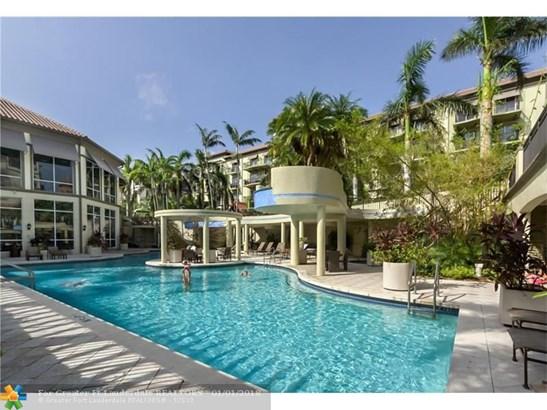 Condo/Co-op/Villa/Townhouse - Wilton Manors, FL (photo 1)