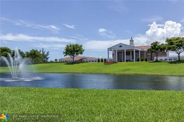 Condo/Co-op/Villa/Townhouse - Deerfield Beach, FL (photo 4)