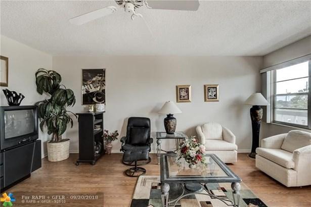 Condo/Co-op/Villa/Townhouse - Deerfield Beach, FL (photo 5)
