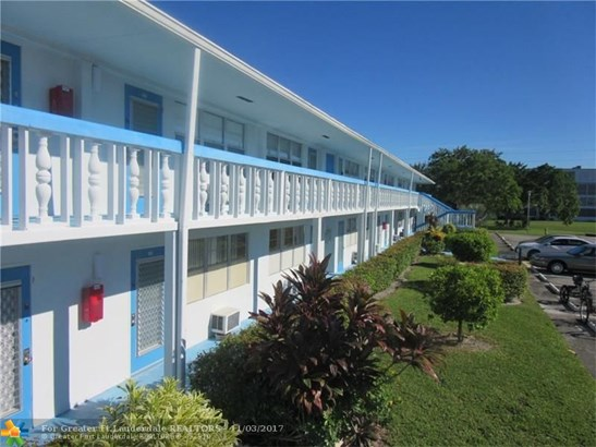 Condo/Co-op/Villa/Townhouse - Deerfield Beach, FL (photo 1)
