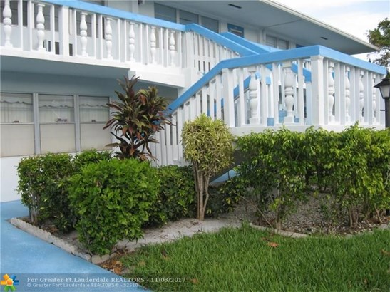 Condo/Co-op/Villa/Townhouse - Deerfield Beach, FL (photo 3)