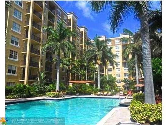 Condo/Co-Op/Villa/Townhouse, Condo 5+ Stories - West Palm Beach, FL (photo 1)