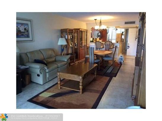 Condo/Co-Op/Villa/Townhouse, Condo 1-4 Stories - Pompano Beach, FL (photo 4)