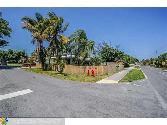 No Pool/No Water, Single Family - Pompano Beach, FL (photo 3)