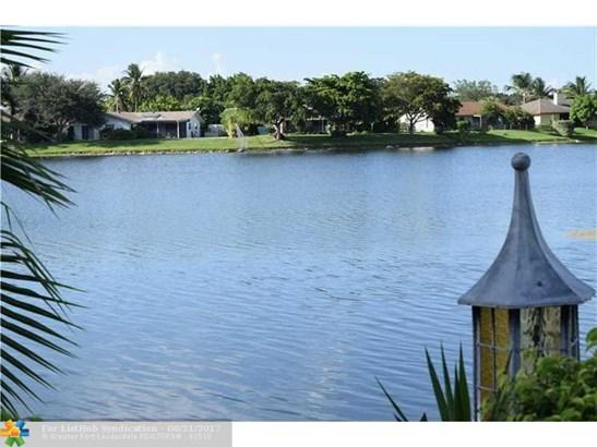 Condo/Co-Op/Villa/Townhouse, Townhouse Fee Simple - Sunrise, FL (photo 1)