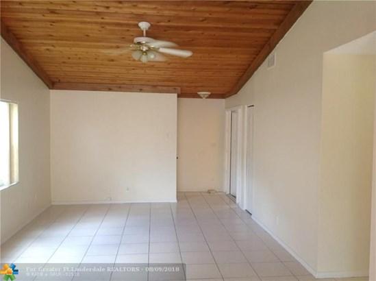 Single Family - Lauderhill, FL (photo 2)