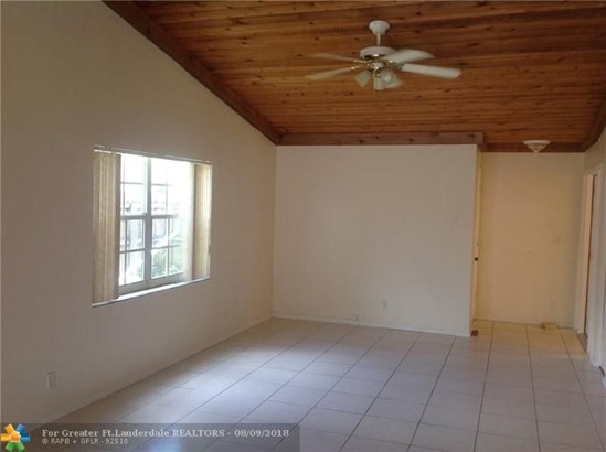 Single Family - Lauderhill, FL (photo 4)