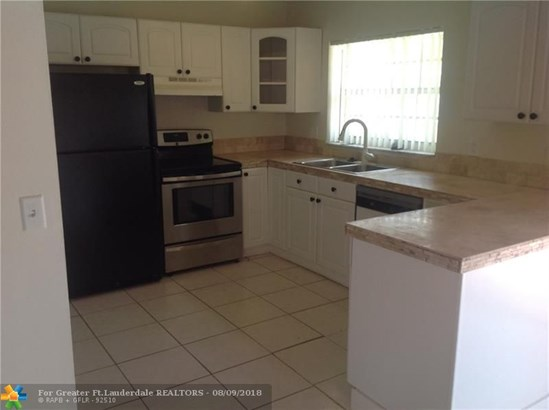 Single Family - Lauderhill, FL (photo 5)